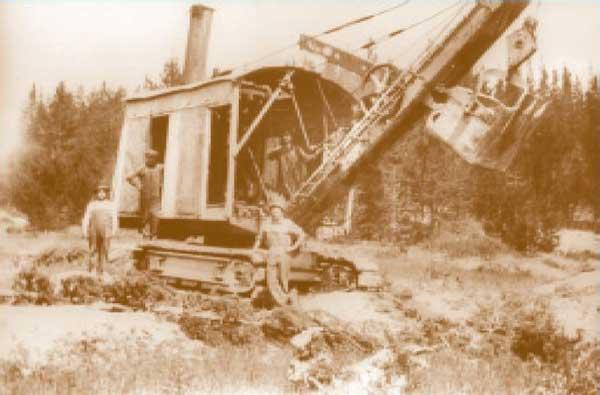 1930sDragLineDredgeFlorence-a