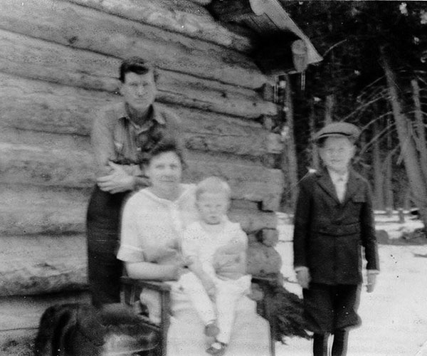 207-YP-Campbell-family-at-home-May-1924-a
