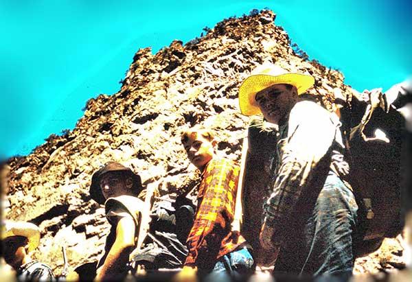 Chuckwagon-boys-climbing-on-the-trail-a