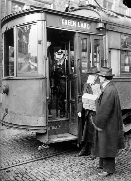 1918Atlantic6-streetcar