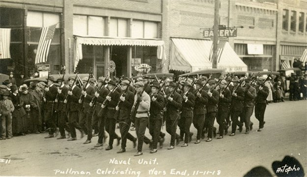 1918ArmisticeParadePullman-a