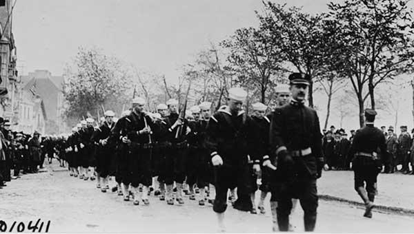 1918StNazaireNavyParade-a